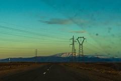 20181114-022 (sulamith.sallmann) Tags: energie landschaft verkehr weg afrika atlas atlasgebirge autofahrt berge dämmerung energy gebirge kabel marokko morgendämmerung mountains steinwüste strase strasenverkehr strom stromkabel strommast sulamithsallmann
