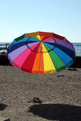 beach umbrella (BarryFackler) Tags: kahaluubeachpark kailuakona hawaii bigisland hawaiiisland northkona beach shore hawaiicounty sandwichislands hawaiianislands 2019 paradise island tropical outdoor beachpark polynesia kona westhawaii sand beachumbrella colors umbrella horizon sky sea water seawater saltwater pacificocean pacific rockwall barryfackler barronfackler