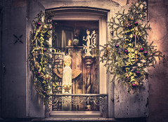 Christmas window (Ro Cafe) Tags: christmas colmar christmasornaments decoration window street facade alsace textured nikkor2470f28 sonya7iii