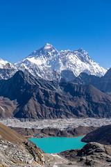 Mt. Everest and Dudh Pokhari (Anderson Porfírio - Fotografia) Tags: azul mount mountain mountains peak mountainpeak everest everestregion asia nepal renjola renjopass gokyo gokyolake dudhpokhari turquiose blue bluesky lake water