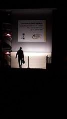 20181107_195743 (Benoit Vellieux) Tags: france nouvelleaquitaine gironde 33 bordeaux villenavedornon banlieue suburb vorort nuit night nacht enseignelumineuse leuchtwerbung neonsign resort résidencehôtelière residenzhotel contrejour backlight gegenlicht silhouette ombre shadow schatten homme man mann zonedentreprises businesszone enterprizearea geschäftszone