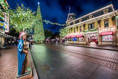 Disneyland Main Street and the Christmas Tree (GMLSKIS) Tags: disneyland disney nikond750 anaheim california themepark nikon