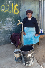 Woman in Kliptown Soweto (Andreas Wulff) Tags: africa afrika em1 kliptown omd olympus southafrica soweto südafrika mzuiko johannesburg