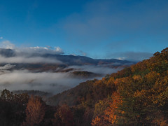 Cosby Valley, Great Smoky Mountains National Park, Tennessee (netbros) Tags: greatsmokymountainsnationalpark tennessee cosbyvalley fallcolor foothillsparkway smokymountains lowclouds netbros internetbrothers