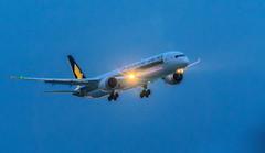 Máy bay (Huy Thoai Photographer) Tags: bay hạcánh trừutượng bầutrời sânbaytânsơnnhất hãnghàngkhông