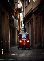 Oporto Alley II (dietmargötte) Tags: piaggioape vespa ape canonphotography travelphotography rua urban city streetshot streetphotography red alley portugal oporto porto piaggio