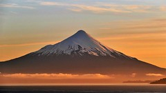 der Tag fängt gut an..... (marionkaminski) Tags: chile südamerika southamerica amériquedusud puertovaras osorno volcanoosorno volcano vulkan sonnenaufgang sunrise leverdusoleil salidadelsol landschaft landscape paysage paisaje paesaggio wolken clouds nubes nuages panasonic lumixfz1000 natureinfocusgroup