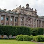 A green parliament house thumbnail