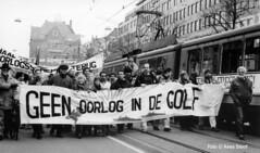 Demonstratie tegen de Golgoorlog, Amsterdam 15-12-1990 (k.stoof1) Tags: demonstratie demonstration golfoorlog gulf war amsterdam golf vredesbeweging