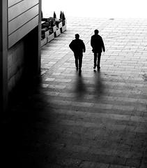 Where are we? (Guido Klumpe) Tags: men square kontrast contrast gegenlicht shadow schatten sw schwarzweis blackandwhite bnw bw candid streetphotographer streetphotography strasenfotografie strase hanover germany deutschland city stadt bewegung drausen gehen hannover leonegraph mann minimal monochrome paar plätze silhouette street tageslicht