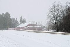 Talumaja (Jaan Keinaste) Tags: pentax k3 pentaxk3 eesti estonia harjumaa raevald talv winter maantee road udu fog hoone building patikaküla
