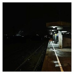 Spotted #night #nacht #station #trainstation #haltestelle #sbahn #commute #pendeln #vscocam #vsco #tracks #gleise #köln #cologne