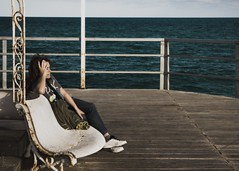 what always remains (dedic. to Amparo M) (*BegoñaCL) Tags: woman sea horizon fence bench hand begoñacl