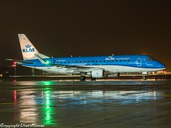 KLM Cityhopper PH-EXU HAJ at Night (U. Heinze) Tags: aircraft airlines airways airplane planespotting plane haj hannoverlangenhagenairporthaj eddv olympus night flugzeug