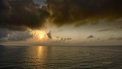 Dorando cielos (Fotgrafo-robby25) Tags: alicante amanecer costablanca marmediterráneo nubes sol sonyilce7rm3