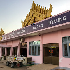 Aéroport de Bagan Nyaung (Seb & Jen) Tags: bagan myanmar burma birmanie mandalayregion myanmarbirmanie oldbagan nyaungu royaumedepagan airport aeroport