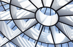 a gentle light (yushimoto_02 [christian]) Tags: minimal minimalism minimalistic abstract white vertical empty emptiness clean pinakothek moderne munich münchen muenchen simple simplicity