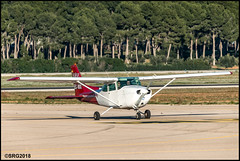 Cessna F172N Shyhwkk II (I) (Salvador Ruiz Gómez) Tags: avioneta hélice cessna cessna172 manises valenciana vlc vlclevc
