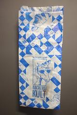 FlickrFriday Monochrome Verpackung der Basler Kult Bäckerei (haralds2) Tags: flickrfriday monochrome basel kult bäckerei brot verpackung