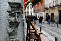El rastro, Madrid (N.D.K.K.) Tags: 28mm ef f18 usm ef28mmf18 street strada spain strase size strange urban europe eu europa photography photo people photoshop public pared city calle ciudad cinematic candid canon canon5dmarkii bokeh barrio madrid markii