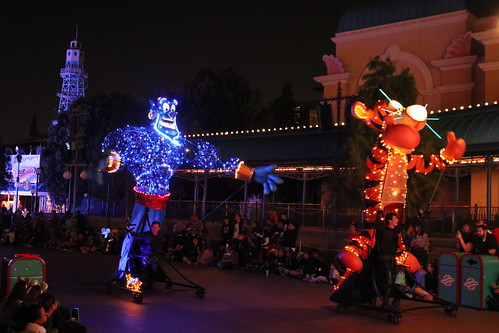 "Tigger and the Genie - Paint the Night Parade • <a style=""font-size:0.8em;"" href=""http://www.flickr.com/photos/28558260@N04/31109243357/"" target=""_blank"">View on Flickr</a>"