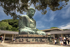 Kōtoku-in Temple, Amida Buddha - Kamakura (Japan) (Andrea Moscato) Tags: andreamoscato giappone japan asia japanese 日本 nihon nippon asian light landscape luce paesaggio tourist tempio temple statue statua jōdoshū buddhist kanagawa kantō great buddha bronze amitābha icon unesco national treasure history historic ancient tree parco people pietra blue green orange shadow ombre cielo clouds sky prefecture daibutsu attraction building architecture art arte artist