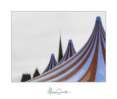 Circus in de stad - Circus in the city (Marian Smeets) Tags: circus tent stad city dak roof toren spire torenspits nikoncoolpixs9100 nederland limburgslandschap limburg sittard mariansmeets 2019
