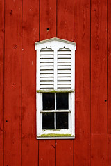 Project 52: Week 44 (Stacey Conrad) Tags: glenville d7500 farm lucabaughshayandbeef nikon pa springgrove pennsylvania unitedstates us project52 barn window red