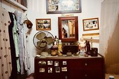 322/365: peekaboo (portraits past and present) (Michiko.Fujii) Tags: portraits selfportrait selfstudy mirror mirrorportraits peekaboo secretselfie selfie meinthemirror me ofme interestinginteriors chinatownheritagecentre singaporeheritage singapore bedroom livingspaces