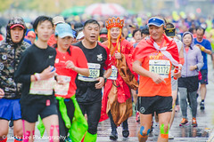 LD4_0349 (晴雨初霽) Tags: shanghai marathon race run sports photography photo nikon d4s dslr camera lens people china weekend november 2018 thousands city downtown town road street daytime rain staff