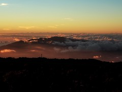 Up Here 2 (Robert Cowlishaw (Mertonian)) Tags: duskandhorizon maui2018 mertonian upheretoo hawaii canon powershot g1x mark iii canonpowershotg1xmarkiii dark light deepseeksdeep orange evening ineffable forwisdommyconstantcompanion awe wonder beauty beautiful nature mystical