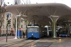 Die Linie 23 bietet einige architektonische Highlights. Eine jede Tour startet dabei immer unter dem Dach an der Münchner Freiheit (Frederik Buchleitner) Tags: 2006 3004 linie23 munich münchen münchnerfreiheit pwagen strasenbahn streetcar tram trambahn