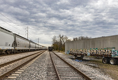 (o texano) Tags: houston texas trains freights bench benching graffiti trackside 2much yahew rem nfm