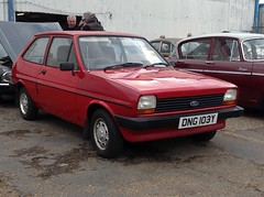 1983 Ford Fiesta 1.1 L (DNG 103Y) (freeclassiccarpics) Tags: november car auction outside ford red norfolk