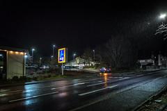 Leverkusener Straße in Bergisch Gladbach Schildgen (videamus) Tags: auf dem gelände eines ehemaligen sägewerkes entstand an der leverkusener strase ein aldi süd und netto lebensmitteldiscounter getränkemarkt schuhdiscounter sonstige geschäftsräume leverkusen bergisch gladbach vorort markt parkplatz led strasenbeleuchtung laternen strasenlaterne regen schneeregen wetter hundswetter auto blau altes logo markenschild discounter modern