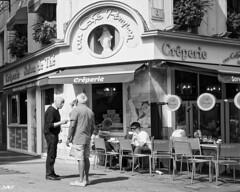 conversation DXOFP IlfordDelta400+fb  L1006509 (mich53 - thank you for your comments and 6M view) Tags: dxofp télémètre leicamtype240 superelmarm21mmf34asph monochrome noirblanc scènedevie blackwhite 2018 vacances cherbourg cotentin normandy normandie france discussion street rue terrasse café cafépompon crêperie