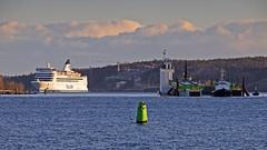 The tug boats TUG and Mentor towing the barge Carrier 16 in Stockholm, in the background the ferry Isabelle (Franz Airiman) Tags: storafjäderholmen fjäderholmarna bay fjärd lillavärtan båt boat ship fartyg stockholm sweden scandinavia tallink tallinksilja siljaline arne