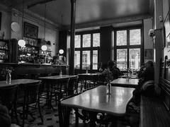 Tertúlia en el Cafè (muntsa-joan-BW) Tags: blackandwhite bw bnw barcelona street streetphoto streetphotography monochrome monocromo olympus catalonia city mood