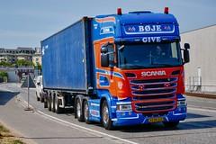 XV90115 (18.05.25, Østhavnsvej)DSC_8842_Balancer (Lav Ulv) Tags: 249160 portofaarhus østhavnsvej r490 topline 2015 bøjepetersen euro6 e6 6x2 r6 scania rseries pgrseries scaniarseries blue container cronos truck truckphoto truckspotter traffic trafik verkehr cabover street road strasse vej commercialvehicles erhvervskøretøjer danmark denmark dänemark danishhauliers danskefirmaer danskevognmænd vehicle køretøj aarhus lkw lastbil lastvogn camion vehicule coe danemark danimarca lorry autocarra danoise vrachtwagen trækker hauler zugmaschine tractorunit tractor artic articulated semi sattelzug auflieger trailer sattelschlepper vogntog oplegger sættevogn