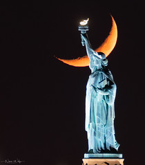 Crescent moon setting over Lady Liberty (Nina Wolfe Photography) Tags: crescentmoon sol jersey city nyc jerseycity statueofliberty clear fair waterfront night nikon sigma architecture america torch travel urban newyorkcity batterypark