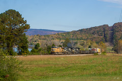 NS 107 (CSX Z376-10) at Nickajack Lake (travisnewman100) Tags: norfolk southern csx ns train railroad freight 107 z376 manifest union pacific up ge locomotive nickajack lake chattanooga subdivision c449w c45accte country rural mountains
