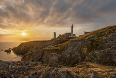 Golden Saint Mathieu (frank_w_aus_l) Tags: frankreich france bretagne brittany color sunset sun golden light nikon d810 nikkor 1635 sky rocks coast water reflection lighthouse saintmathieu ruin warm waves plougonvelin départementfinistère fr