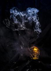 Lampe, kaputt (Maik Kregel) Tags: maikkregel sony a6000 licht light lampe glühlampe zerstörung rauch