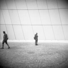 Milano (Valt3r Rav3ra - DEVOted!) Tags: holga holgacfn lomo lomography toycamera plasticcamera milano medioformato mediumformat film 120 6x6 bw biancoenero blackandwhite ilford ilfordfp4 valt3r valterravera visioniurbane urbanvisions streetphotography street people square