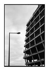 Opposite (Oeil de chat) Tags: nb bw monochrome film pellicule argentique 35mm kodak trix voigtlander bessa r2a jupiter8 urbain architecture lignes rennes