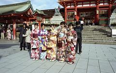 Kyoto (Manuel Goncalves) Tags: japan kyoto kodakportra400 nikonn90s nikkor28mm fishimiinarishrine 35mmcolourfilm epsonv500scanner