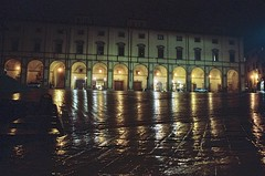 Arezzo - piazza grande (michele.palombi) Tags: arezzo tuscany piazza grande riflessi pioggia analogic 35mm colortec c41 negativo colore night silenzio