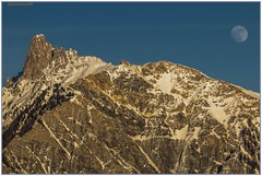 La lune fait les yeux doux à la Pierre Avoi... (jamesreed68) Tags: pierre avoi suisse schweiz swiss switzerland montagne mountain lune moon paysage nature alpes alps