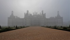 Misty-Chambord (hervétherry) Tags: france centrevaldeloire loiretcher chambord canon eos 7d efs 1022 chateau château sologne brouillard brume brumeux misty silhouette perspective