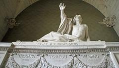 La clémence de Bonchamps (Yvan LEMEUR) Tags: tombeau marbre sculpture bonchamps daviddangers inmemoriam vendée chouans histoire histoiredefrance art clémence pardon saintflorentlevieil maineetloire